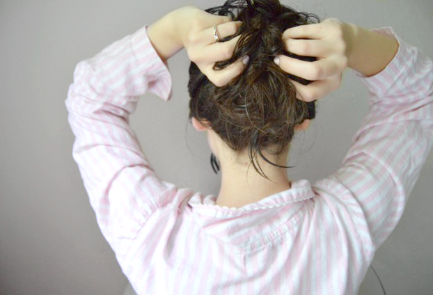 a natural no heat hairstyle for bedhead waves